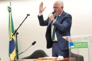 Milton Vieira dirige culto evangélico na Câmara 11