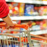 Conferir compras na saída de supermercado é proibido em alguns locais