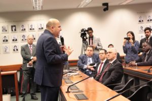 Milton Vieira recebe Bispo Eduardo Bravo no culto da Frente Parlamentar Evangélica 8