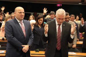 Milton Vieira recebe Bispo Eduardo Bravo no culto da Frente Parlamentar Evangélica 12
