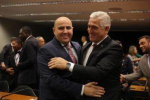 Milton Vieira recebe Bispo Eduardo Bravo no culto da Frente Parlamentar Evangélica 9