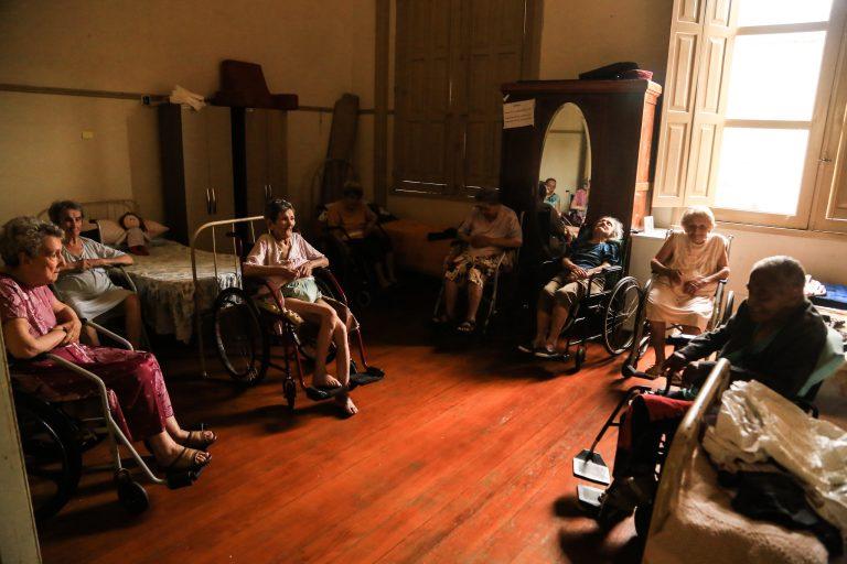 Deputados aprovam auxílio de até R$ 160 milhões para instituições que abrigam idosos 1