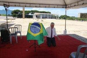 Milton Vieira participa em Brasília de vigília de oração pelo Brasil 6